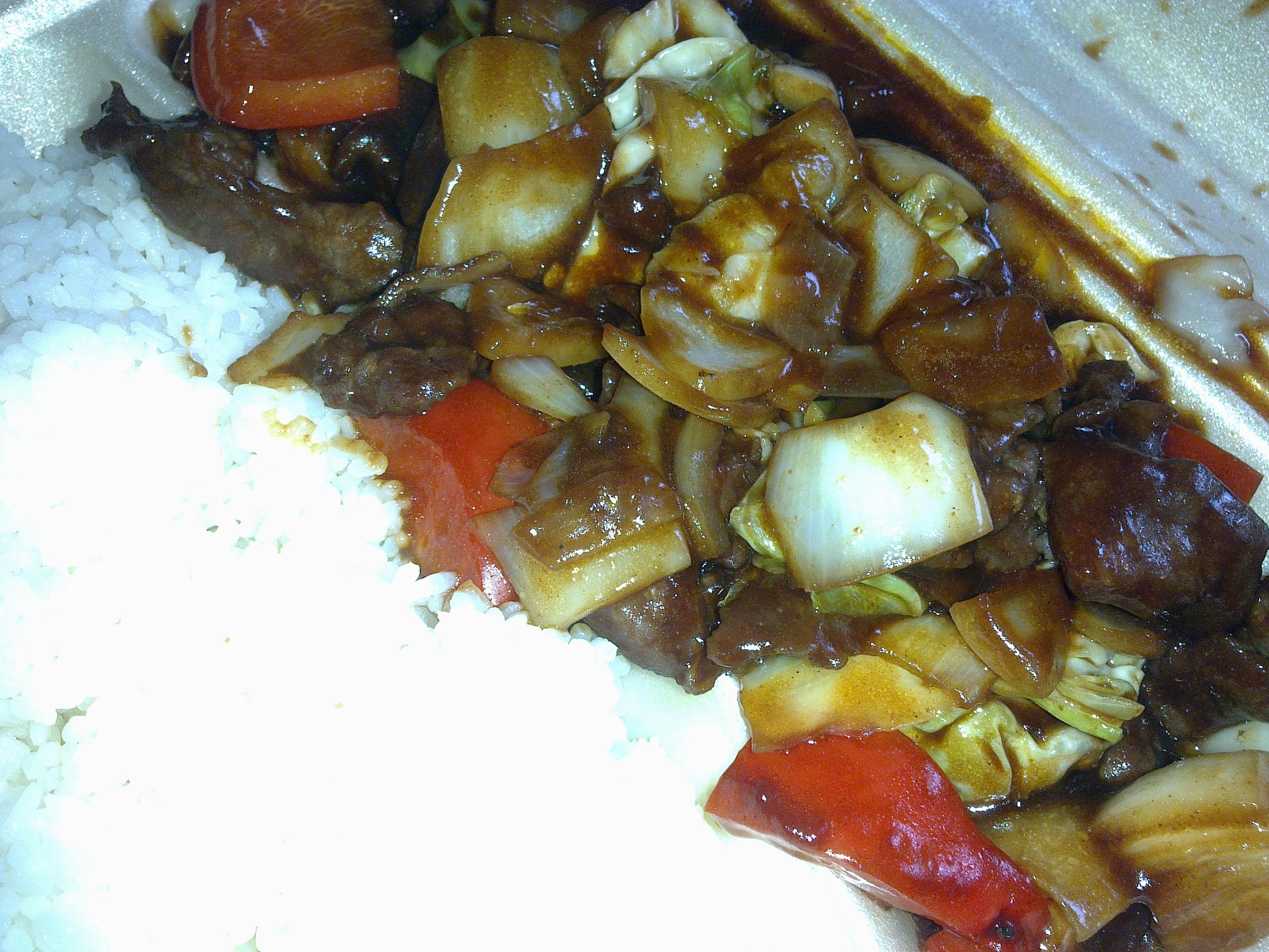 Pyynikintorin kiinalainen grilli (Tu Huong Grillikioski), Tampere: Naudalihaa chilikastikkeessa