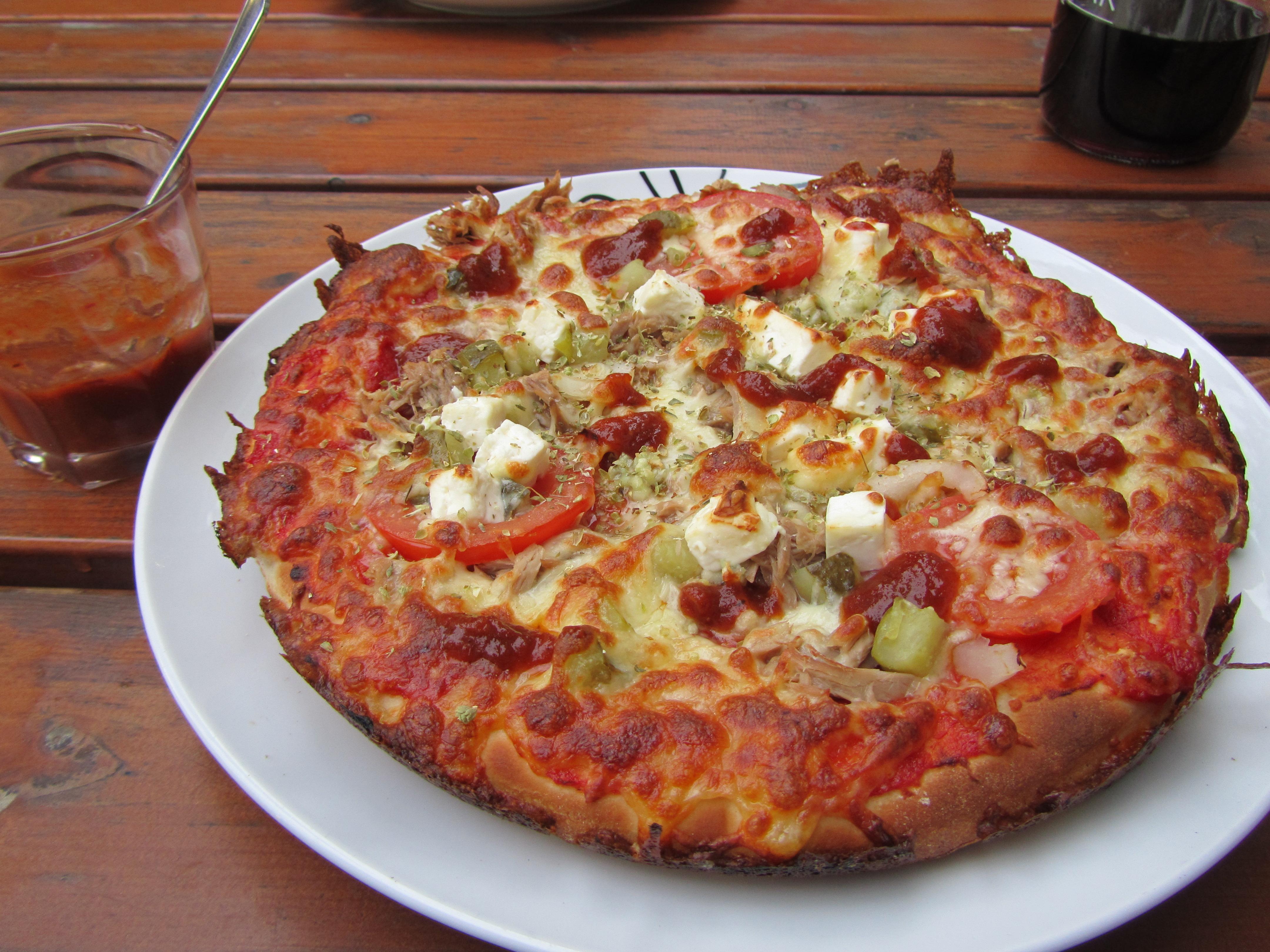 Ravintola Gaude, Länsikatu, Joensuu: Gauden herkullinen pitsa ja vahva kastike
