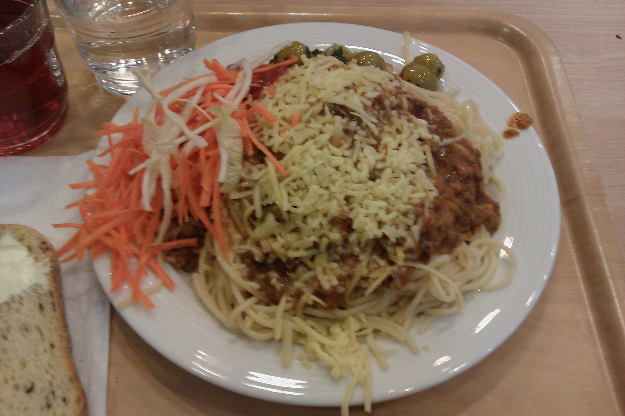 Täffä, Espoo: spagetti bolognese
