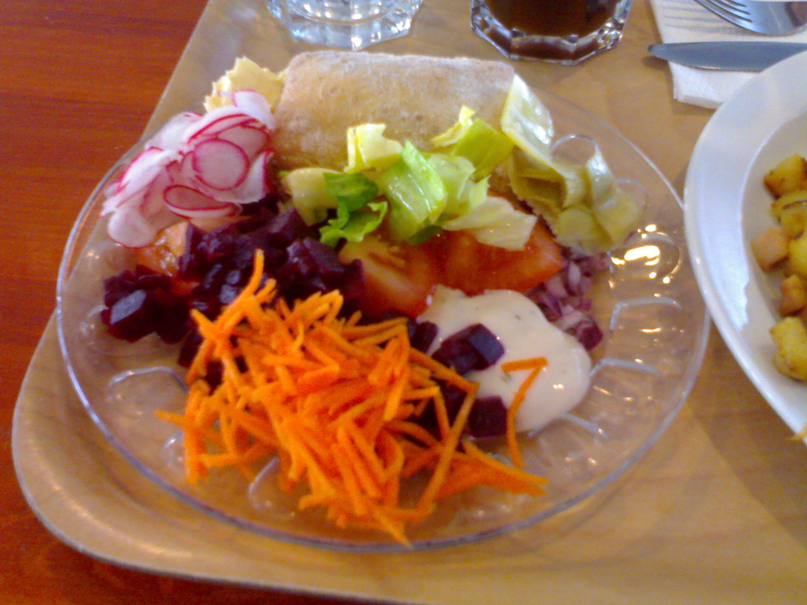 Ripakka, Porvoo: salaattipöydän antimia