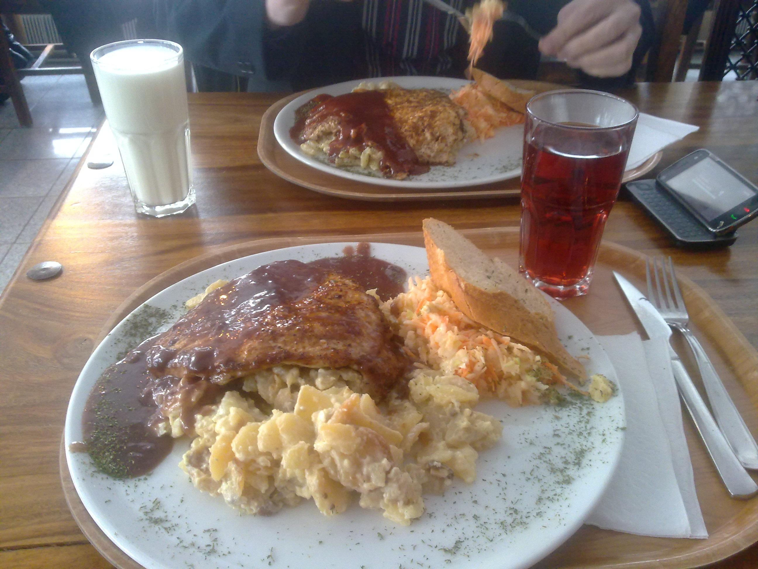 Pihvitupa Viikinki, Joensuu: 200g porsaan-fileepihvi + auraperunat + punaviinik