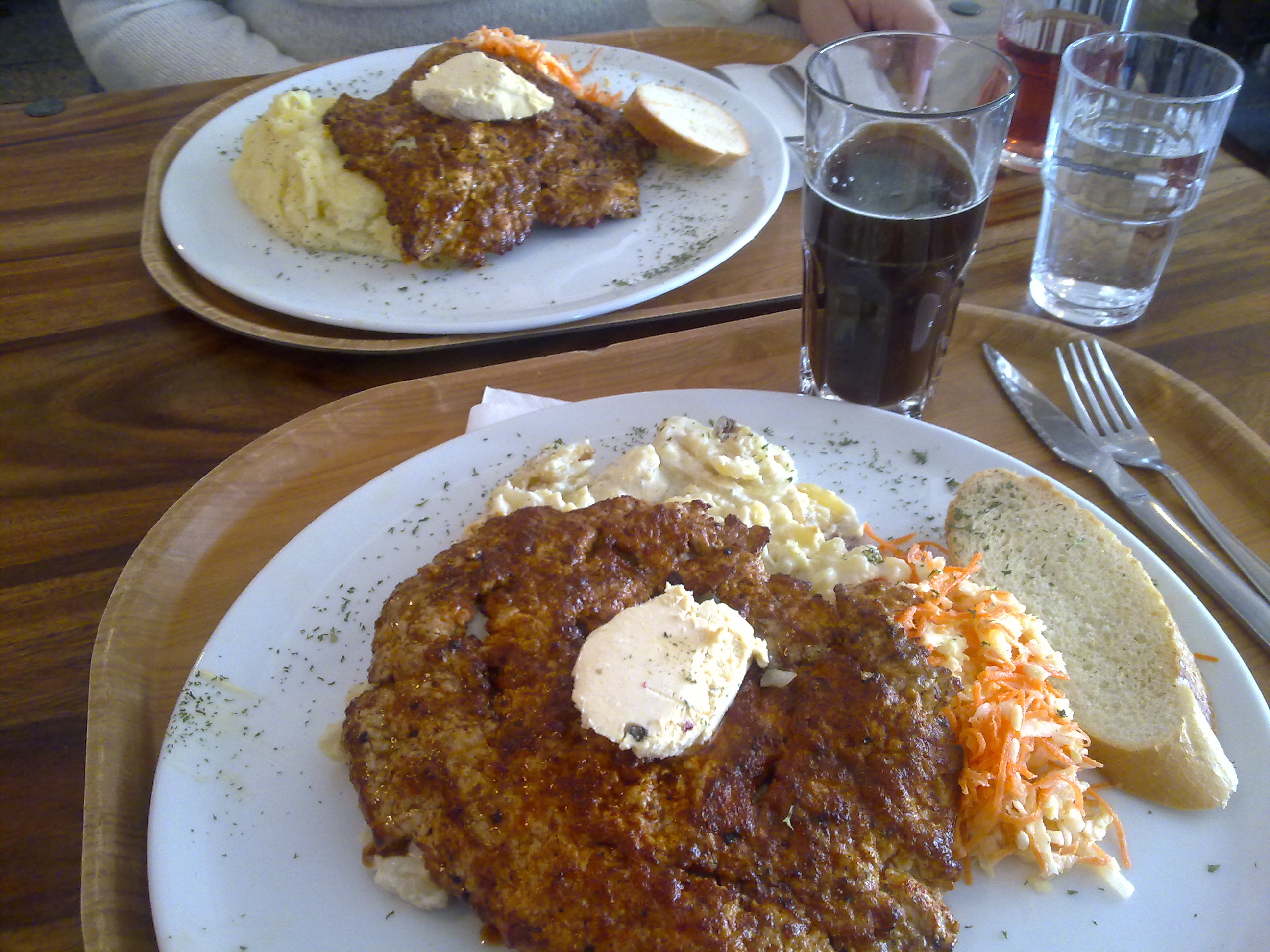 Pihvitupa Viikinki, Joensuu: 200g porsaan-fileepihvi + auraperunat + maustevoi