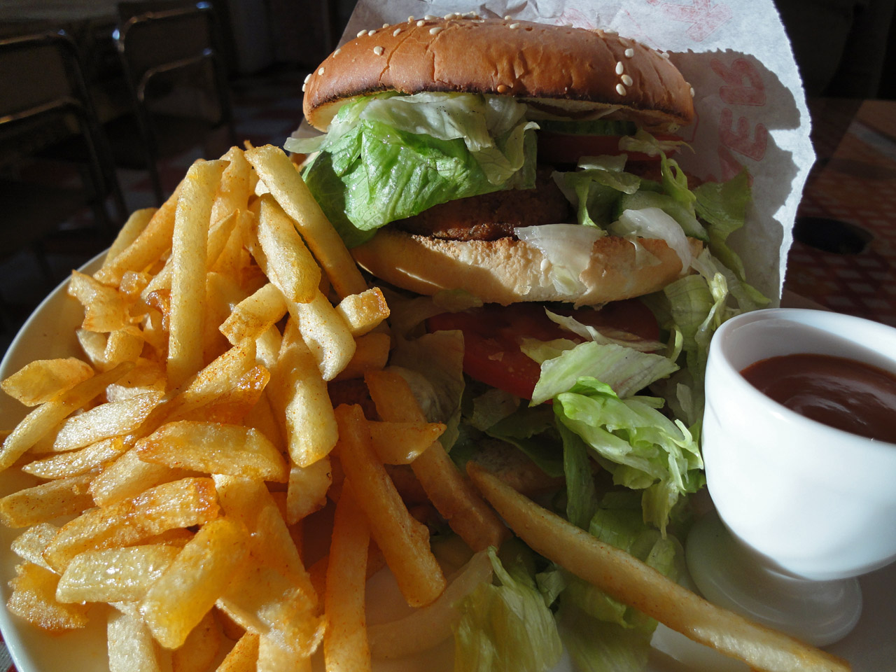 Pizzeria Online, Helsinki: Kasvis hampurilaisateria (falafel)