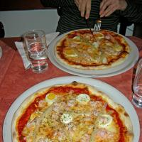 Asparagus, egg & shrimp pizza