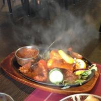 Shalimar Special tuodaan pöytään kuumassa pannussa