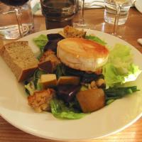 Goat cheese salad (starter)